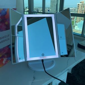 Foldable Makeup Mirror w/ Lights